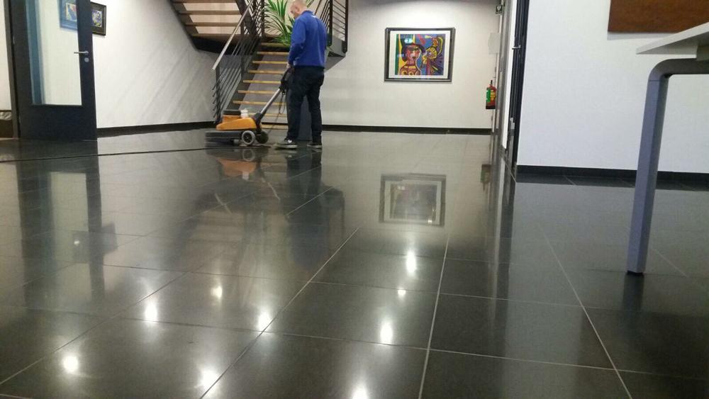Onderhoud en reiniging van alle soorten vloeren floor facility